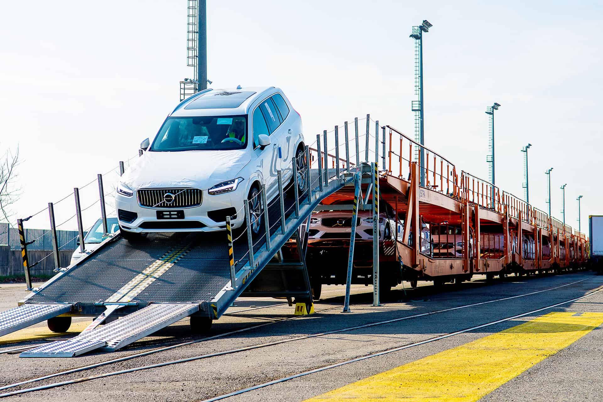Trasporto convenzionale ed eccezionale - scarico autovetture Malpensa Intermodale