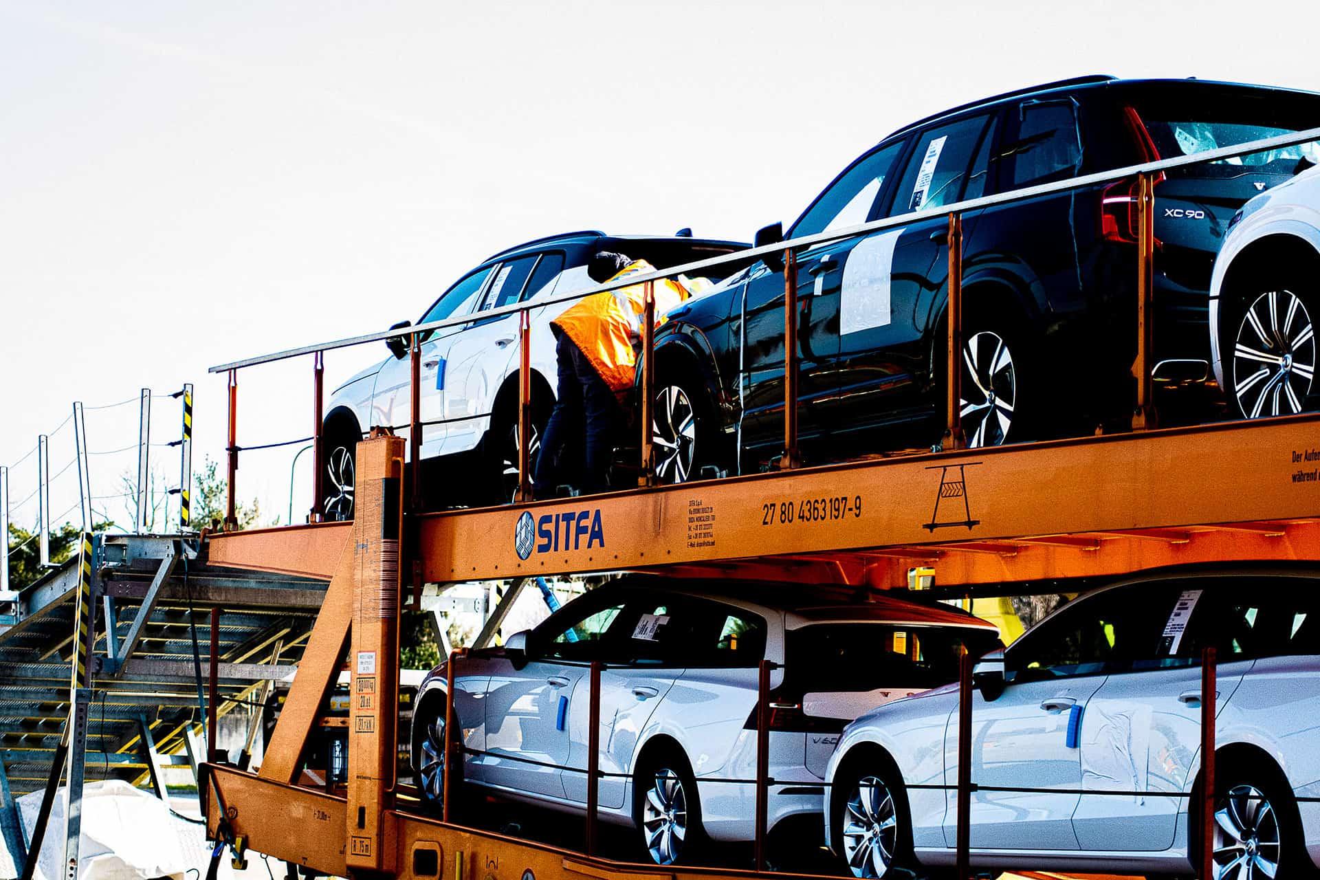 Trasporto convenzionale - trasporto auto Volvo presso il terminal Malpensa Intermodale