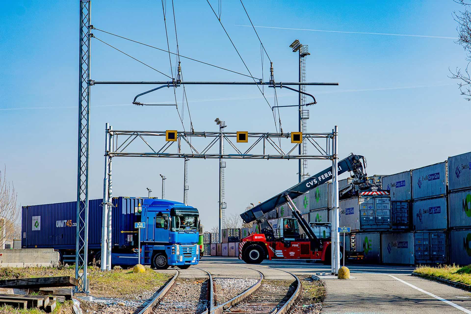 Terminalizzazione - portale linea di contatto Ferrovienord ingresso terminal sacconago di Malpensa Intermodale