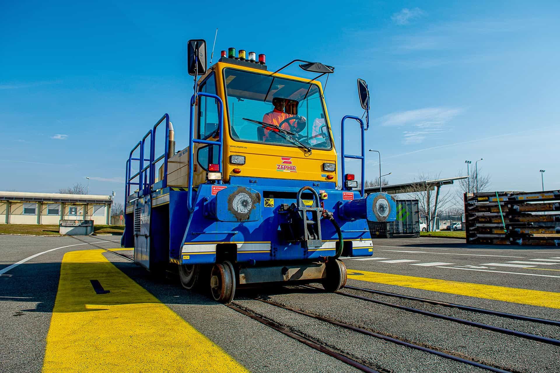 Servizio di terminalizzazione con locotrattore zephir presso Malpensa Intermodale
